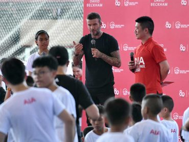 เบ๊กแฮม ลัดฟ้าร่วม เอไอเอ ฟุตบอลคลินิก–สร้างแรงบันดาลใจแข้งจิ๋วกว่า300คน